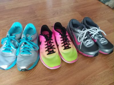 3 pairs of Women's Nike Shoes LIKE NEW 8.5