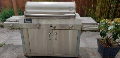 Free solid steel supreme gas grill