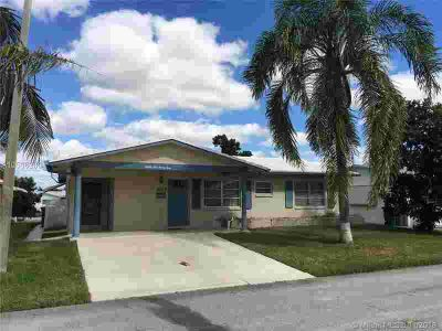 8523 NW 58th Pl Tamarac, Perfect opportunity to move into