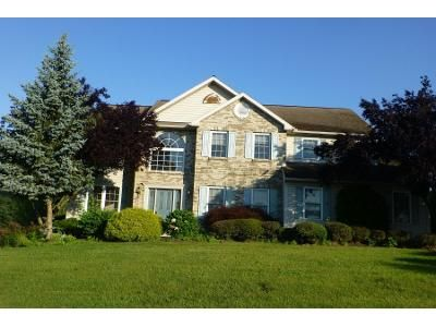4 Bed 2.5 Bath Preforeclosure Property in Douglassville, PA 19518 - Spring View Dr
