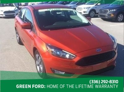 2018 Ford Focus SE (Chili Pepper Red)