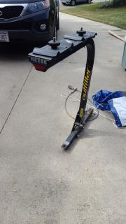 REESE OUTFITTER 4 bike rack 2 in hitch heavy duty $20 first to.pick up
