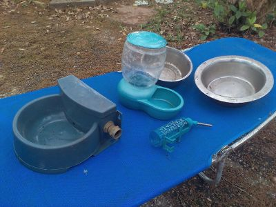 Lot of 5 dog accessories. 1 bowl hooks up to water faucet hose. $7 for all.