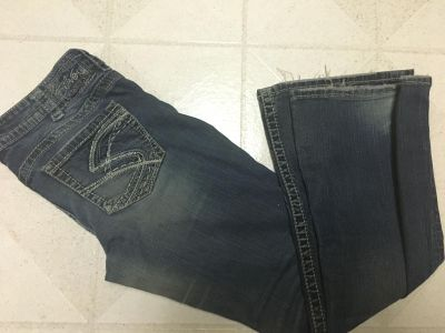 Silver jeans no holes size 31/31 some ware on bottoms
