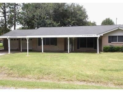 3 Bed 2 Bath Foreclosure Property in Port Neches, TX 77651 - 15th St