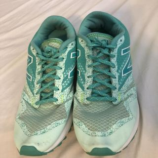 New Balance 690 AT Size 9 Women s All Terrain trail running tennis shoes. Porch Pick up Available. Staples Mill at 295.