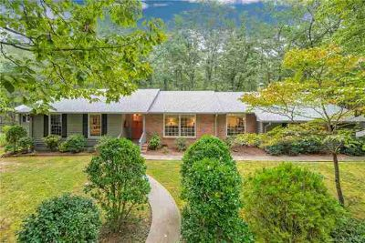 235 Coachman Lane Tryon Three BR, Elegant, one level home in