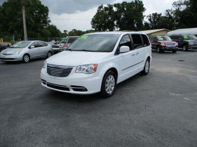 2015 Chrysler Town & Country (White)