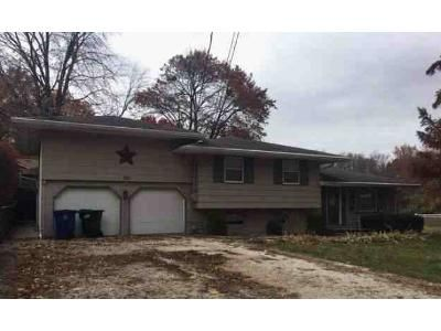 Preforeclosure Property in Monmouth, IL 61462 - 9th 1/2 St