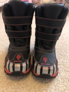 Darth Vader Snow Boots Size 7/8 EUC