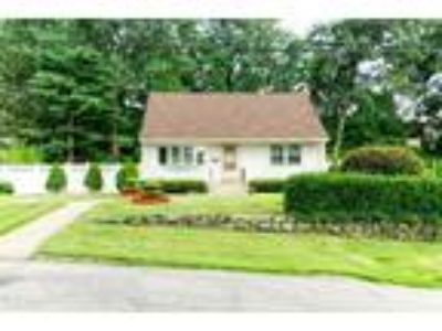 Single Family in Colonial Heights