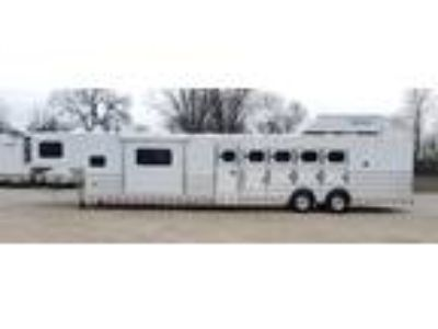 2019 Twister 5H PC Load 15' Trail Boss LQ, Slide, Bunk & Pod 5 horses