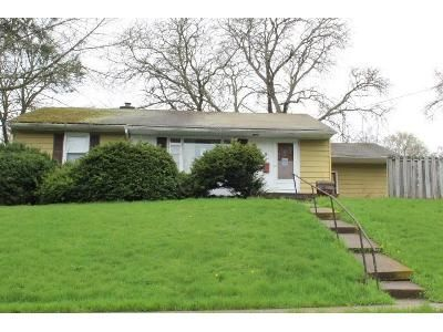 3 Bed 1 Bath Foreclosure Property in Towanda, PA 18848 - Orchard St