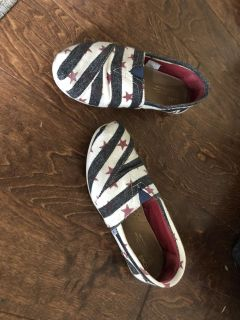 Size 7.5 toms