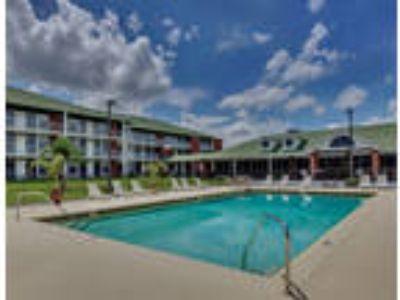 Collegiate Village Inn - Private Apartment