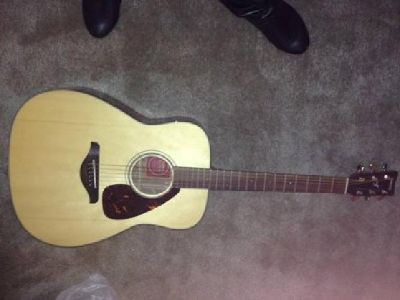 $200 OBO yamaha acoustic guitar FG700S with hardshell case