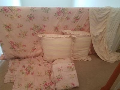 Like new gorgeous shabby chic queen bed linen set