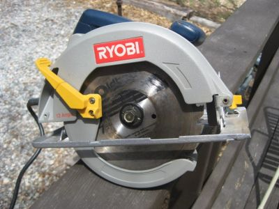 "RYOBI 7 1/4"" CIRCULAR SAW, LIKE NEW!"