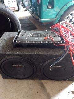 "2 - 12"" Pioneer Champion subs in box with 580w Mosfet Dual amp"