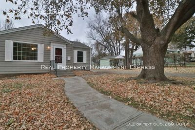Perfect 3 bed 2 bath in a great location!