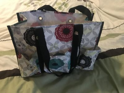 Thirty One Tote w/pockets