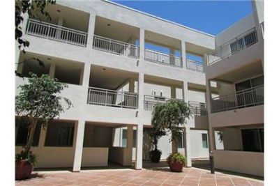 luxurious 3 BEDROOM / 2 BATH APARTMENT IN