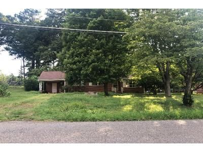 3 Bed 1.0 Bath Preforeclosure Property in Lowell, NC 28098 - Phillips St