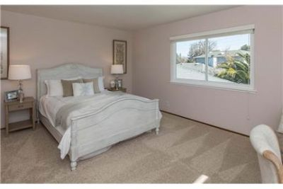Private Upstairs Large 240sft Room For Rent In A H