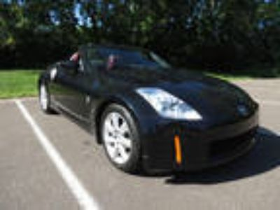 used 2005 Nissan 350Z for sale.