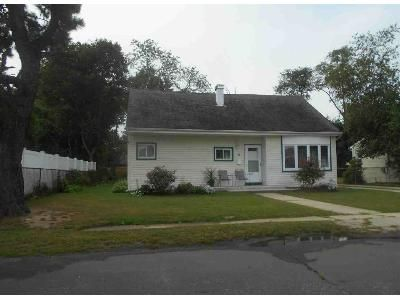3 Bed 2 Bath Foreclosure Property in Amityville, NY 11701 - Emerald Ln N