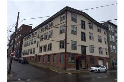 Beautiful and renovated 3 bedroom apartment with all utilities included