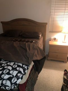 Queen bedroom set/oak wood