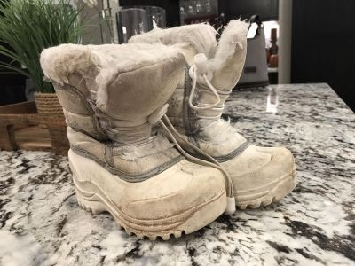 It s a toddler Snow boots