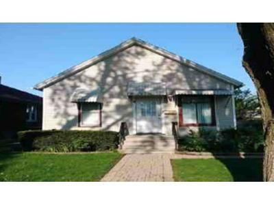 2 Bed 1 Bath Foreclosure Property in Joliet, IL 60435 - Clement St