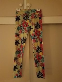 ONE SIZE LULOROE, SOFT LEGGINGS, ( Bought at $25 ) EXCELLENT CONDITION, BRAND NEW NEVER BEEN WORN, SMOKE FREE HOUSE