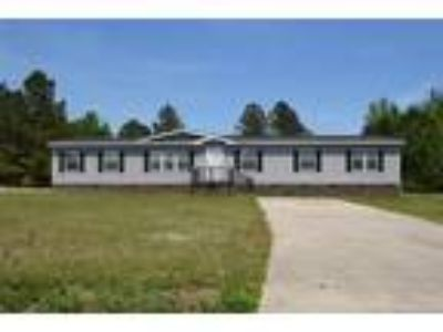 Nice Single story Manufactured home with 4 be...