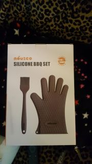 Silicon glove and brush