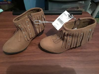 Girl's New boots sz 13