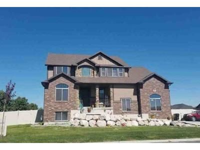 4 Bed 2.5 Bath Foreclosure Property in Syracuse, UT 84075 - W 1315 S