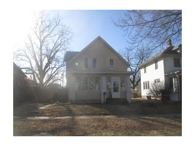 4 Bed 2 Bath Foreclosure Property in Moline, IL 61265 - 20th Ave