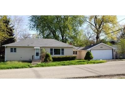 2 Bed 1 Bath Foreclosure Property in Round Lake, IL 60073 - Greenwood Dr