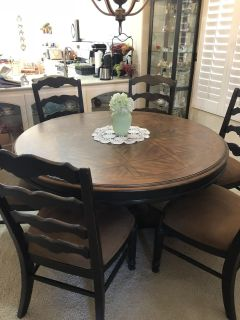 Gorgeous solid wood Dining Table with 6 Chairs