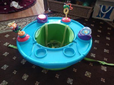 Baby activity seat. Has all straps. Small crack in tray. X posted