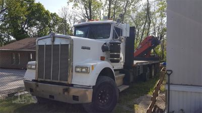 1990 Kenworth W900 w/ 1997 Pallfinger Crane