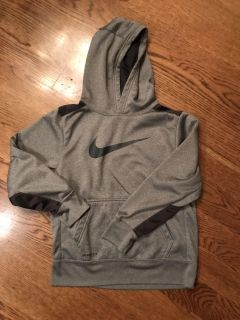 Nike hooded therma-fit sweatshirt, excellent condition, size medium (fits like a small)