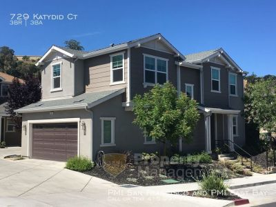 Modern 3 bd / 2.5 ba 2-Story Family Sized Home