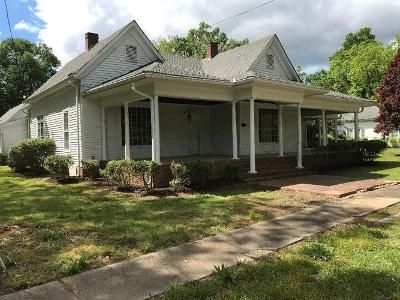 2 Bed 2 Bath Foreclosure Property in Comer, GA 30629 - College St
