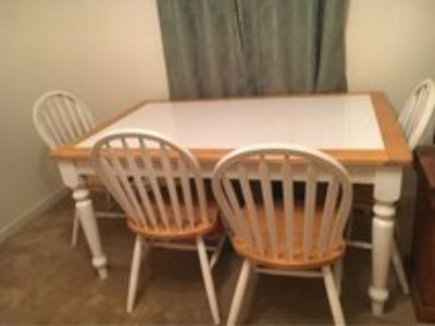 kitchen table w/4 chairs
