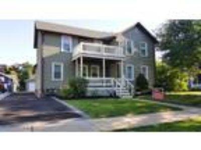 West%20Dundee, West Dundee, IL Listing Price: $229,900 5