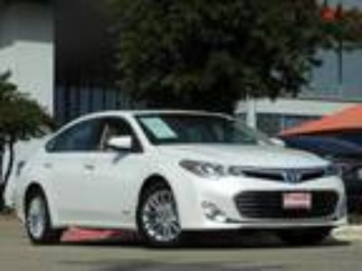 2015 Toyota Avalon Hybrid XLE Touring Navigation, Sunroof & Blind Spot Monitor